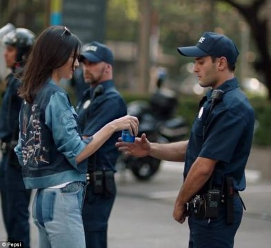 3EF34D6300000578-4385148-Kendall_Jenner_21_is_at_the_center_of_backlash_for_a_Pepsi_comme-a-27_1491446649786.jpg