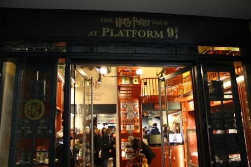 Harry-Potter-Platform-9-shop-Kings-Cross-Station-London-2.jpg